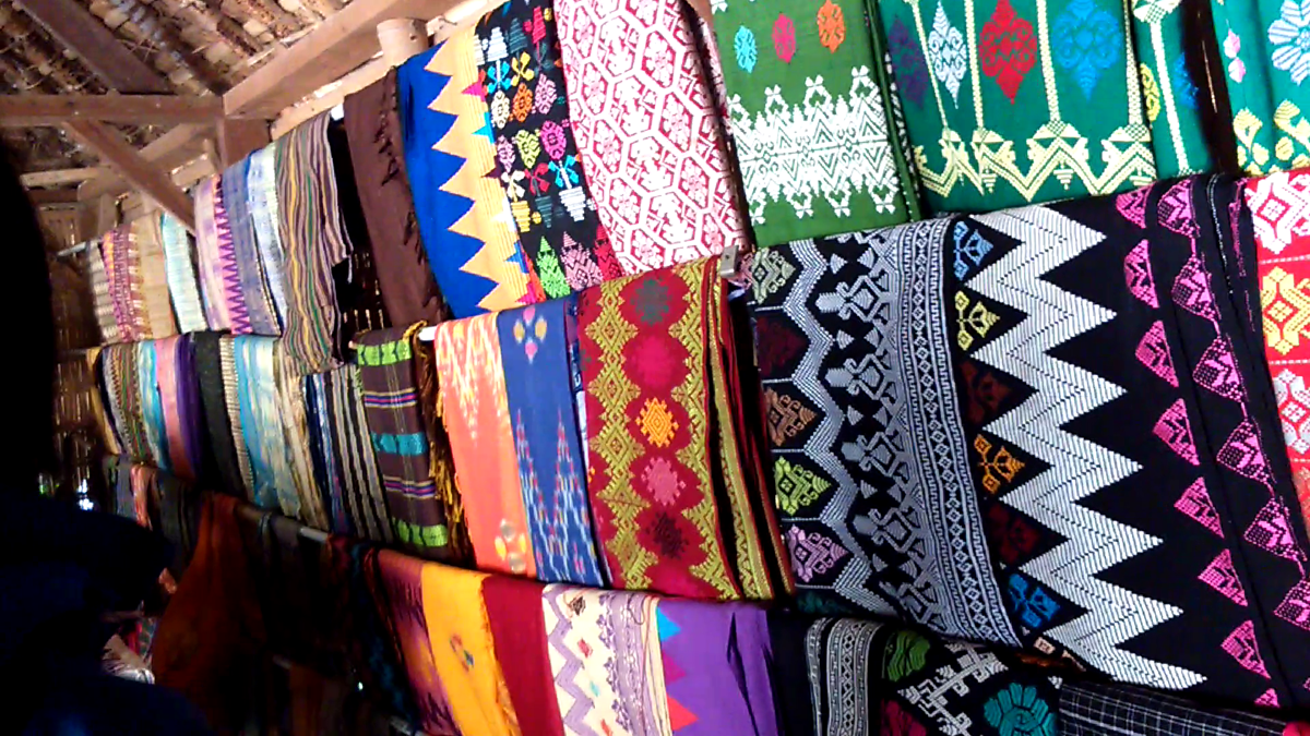 Toko penjualan kain desa Sasak Ende, Lombok