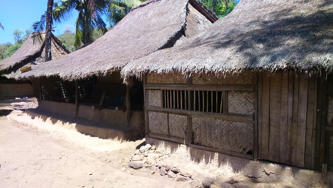 Rumah adat tradisional Sasak