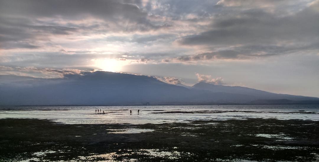 View Gunung Rinjani dari Gili Kondo