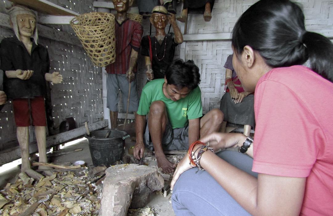 Boneka Kayu Toraja di Lemo