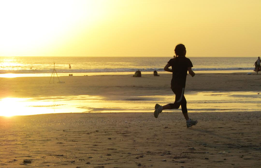 Jogging sore di pantai Kuta