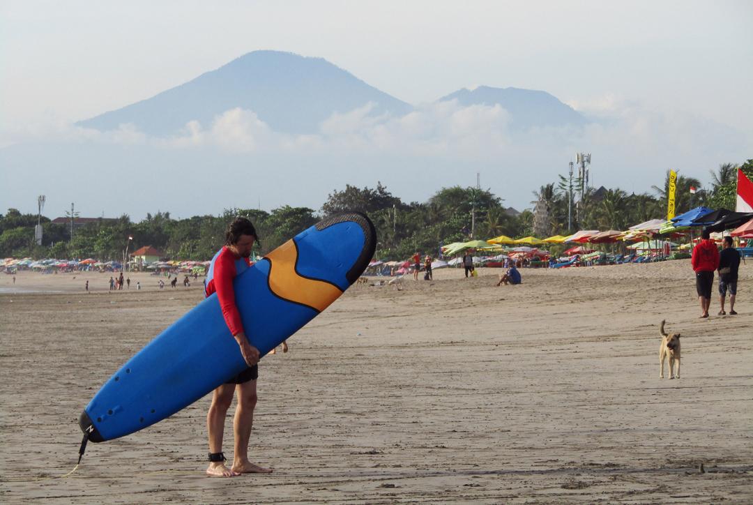 Selancar di Kuta Bali